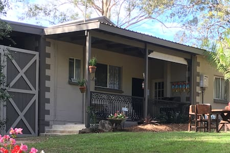 Birdlife Cottage - PET FRIENDLY - FOXTEL - AIRCON - Nerang
