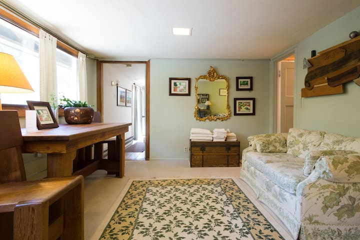 Relais du Soleil bunkhouse cottage - Glen Ellen - Bed & Breakfast