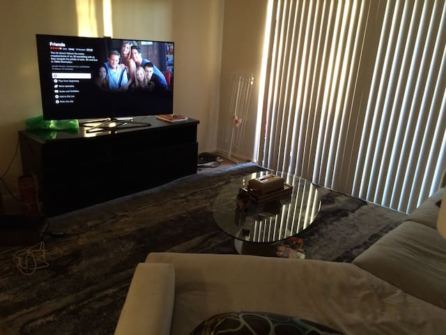 Luxury private room in a 2br/2 bath - Bakersfield - Wohnung