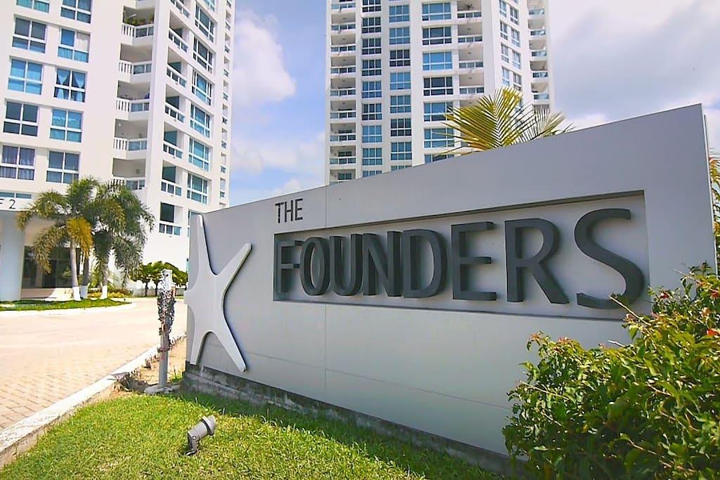 Acceso al Conjunto Residencial Founders