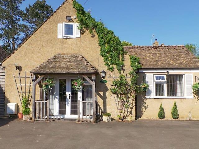 Southlands Cottage (UKC1302)