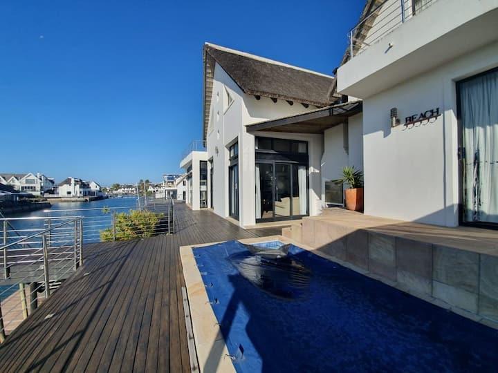 St Francis Canal home-pool, jacuzzi & cinema room