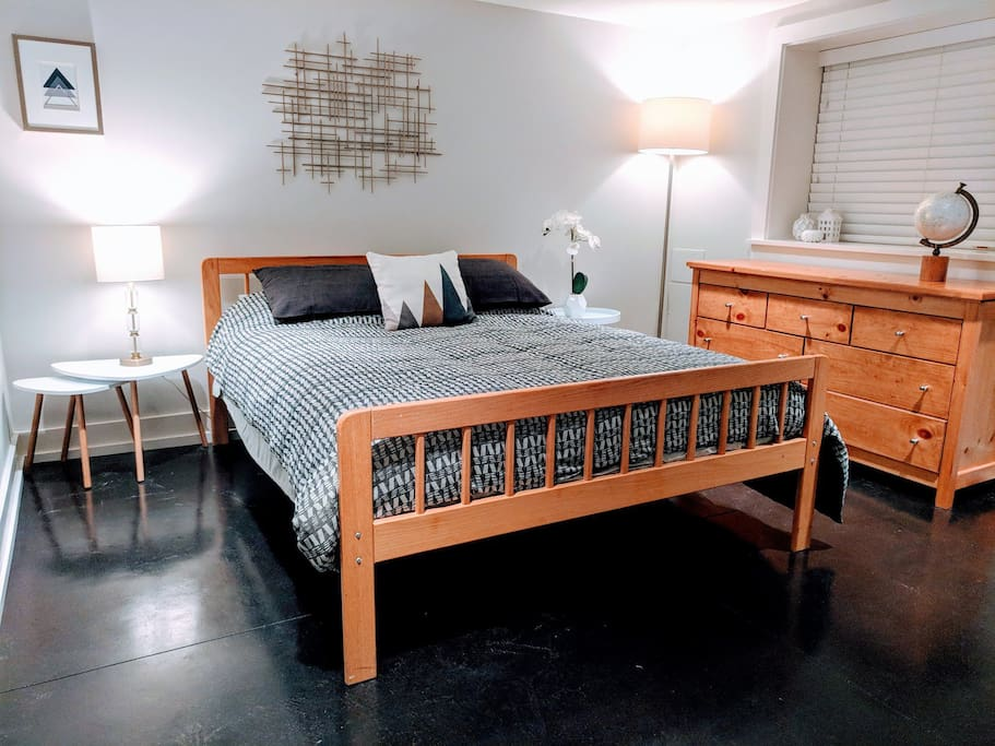 Queen Bed with nightstands and lamps on each side.