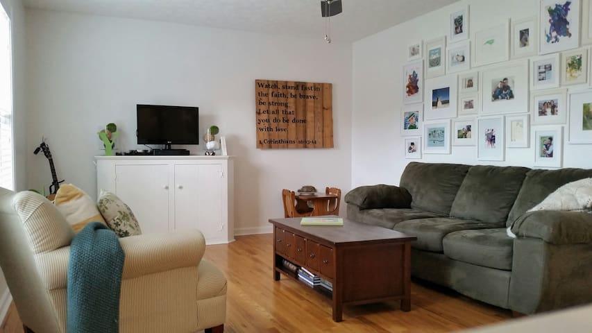 A Lovely Home Base in Blacksburg - Blacksburg - House
