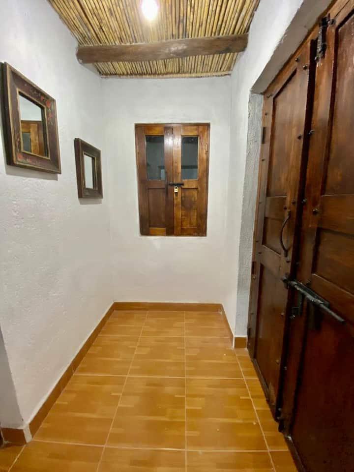 """Habitación Privada en Casa Colonial """"Los Azahares"""""""