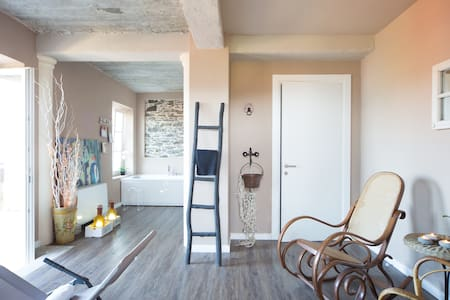 """UP"" La casa sul lago con HOME SPA  cir10306400232"