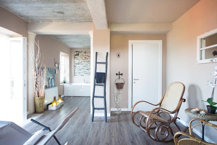 """""""UP"""" La casa sul lago con HOME SPA  cir10306400232"""