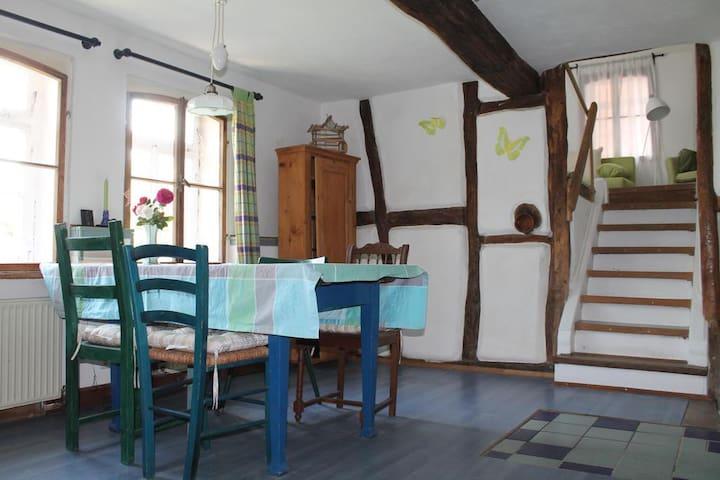 Gemütliche Ferienwohnung Maison Mille Fleurs - Sankt Julian - Lägenhet