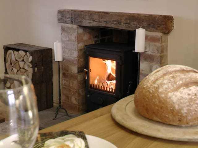 The Old Hall: A Cosy Country Retreat Close to Town