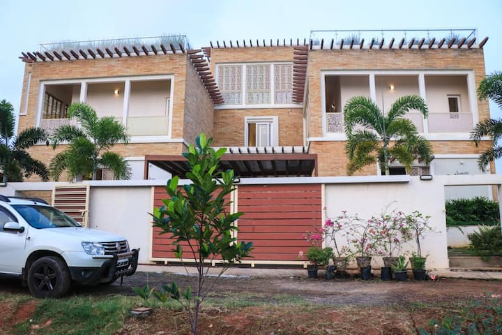 Elite Beach Resorts-4 Bedroom Seashore Villa, ECR