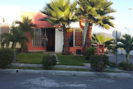 Casa condominio horizontal con linda alberca - Xochitepec