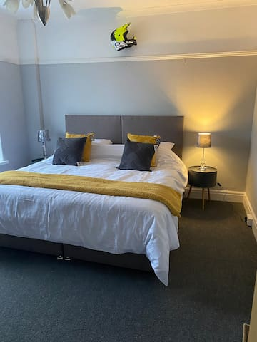 Spacious Double room in large property