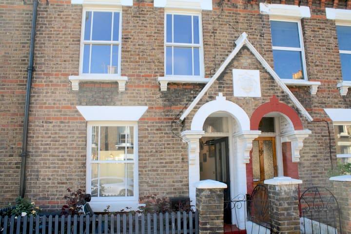4 bedroom garden house in trendy Queens Park - Londra - Ev