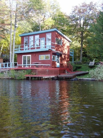 Entire Cabin on Crooked Pond Cabin - Plainfield - Casa de campo
