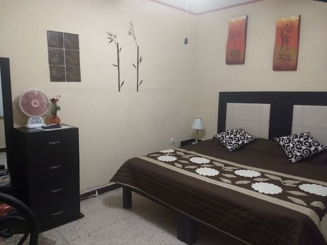 Comfortable and Private place near the Airport.