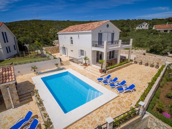 Lovely Villa Temida, on the Island Premuda