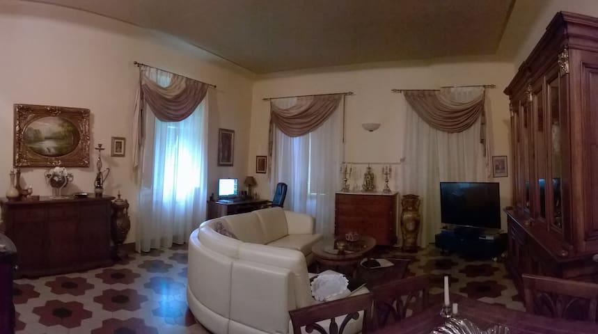 Casa Margherita - Stanza in app. condiviso Lucca