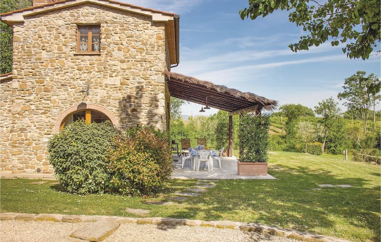 Holiday cottage with 1 bedroom on 75m² in Arezzo AR