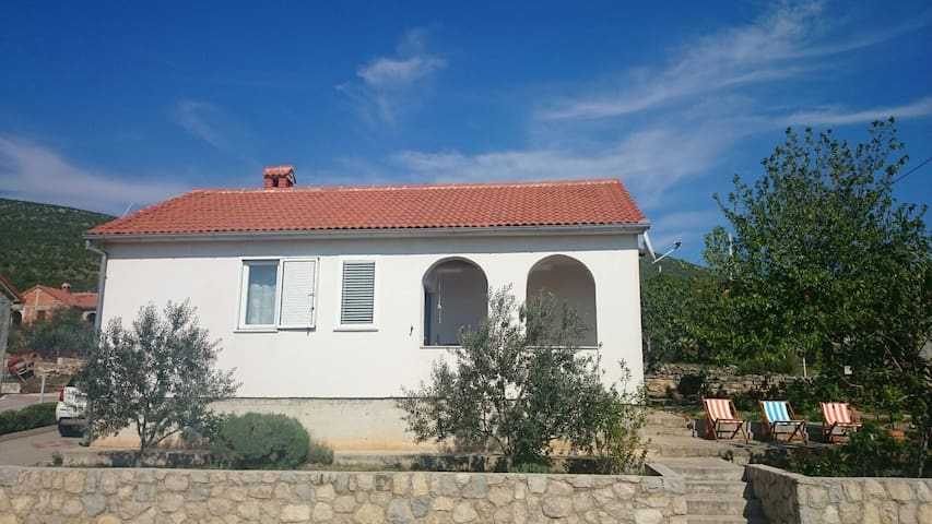 SUNNY house for a HAPPY holiday (35 km from Zadar) - Obrovac (Kruševo-Vrkići) - House