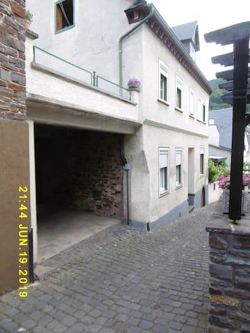 Bauernhaus in Ediger beim Deutschen aus Brasilien