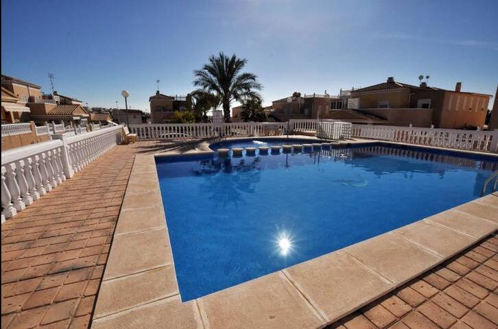 Nice villa+pool,wifi and 500m from the beach! - Torrevieja - วิลล่า