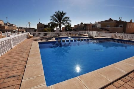 Nice villa+pool,wifi and 500m from the beach! - Torrevieja
