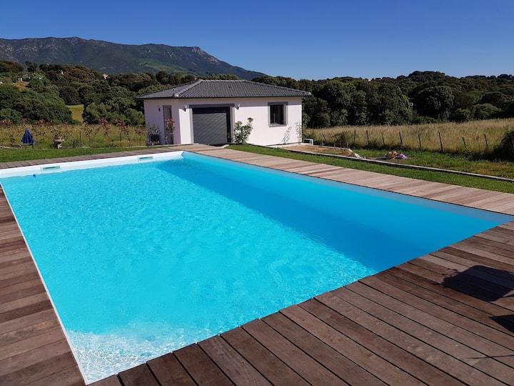Superbe T2 neuf avec piscine, vue et calme total