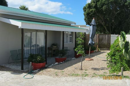 Cosy 2 Bedroom Self Catering Cottage - Gansbaai