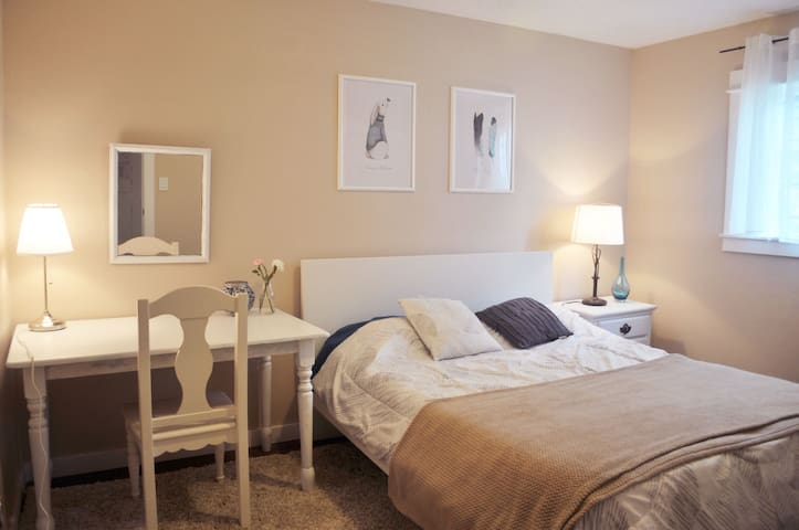 spacious &comfortable and quiet room in the SE - Portland - Huis