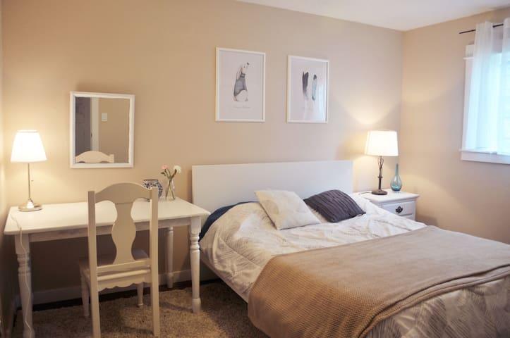 spacious &comfortable and quiet room in the SE - Portland - Casa