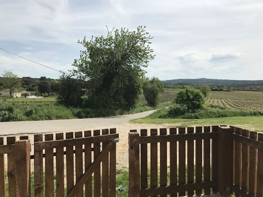 Vue de l'extérieur, depuis la terrasse du gîte