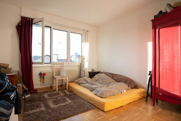 Chambre calme et lumineuse