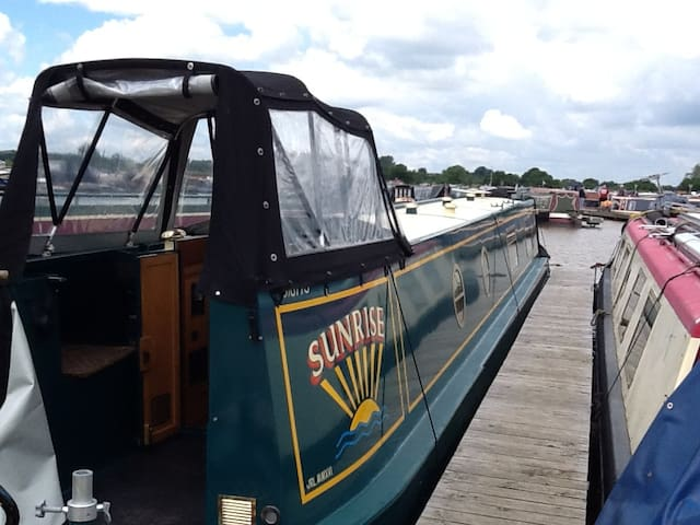 Narrowboat in beautiful marina - Cheshire East - เรือ