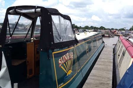 Narrowboat in beautiful marina - Cheshire East - Vaixell