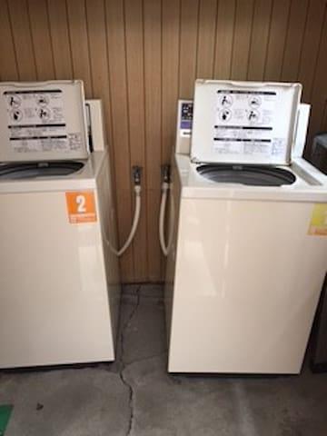 1階にあるゲスト専用の「コイン式洗濯機」(@200円)