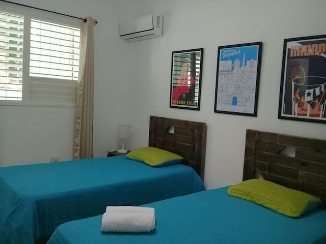 Habitación 2: Split en ambas habitaciones.