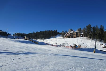 1 Bedroom at Ski Run, Slopeside Condo Complex - Angel Fire - Appartement en résidence