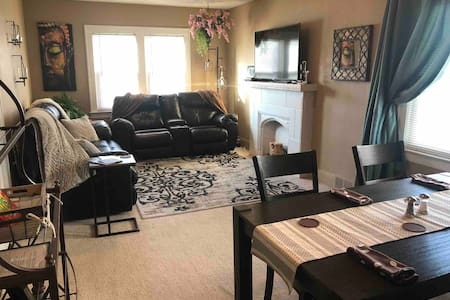 Beautiful 2BR Home Apt in Vibrant CLE/Westpark