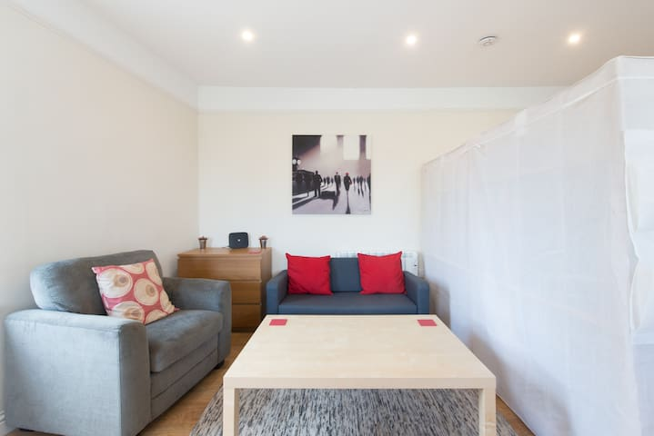 Leckhampton Road Apartment 4 - Studio|Parking