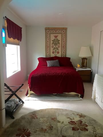 QUIET, COZY, RETREAT  on Hawthorne - Hillsboro - Huis