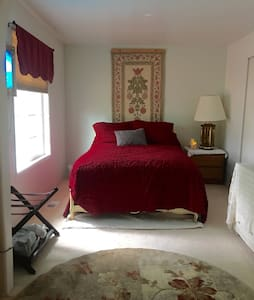 QUIET, COZY, RETREAT  on Hawthorne - Hillsboro - Hus