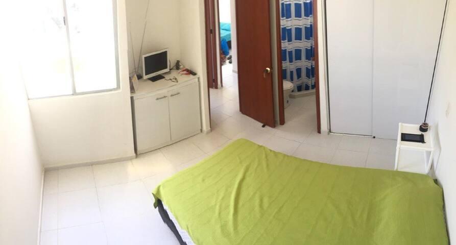 Cuarto 3 con cuarto privado. Room 3 with private bath.