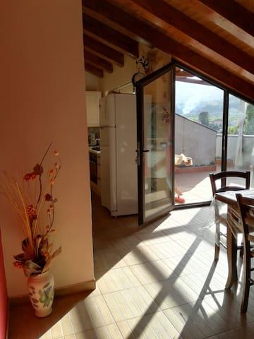 Cucina soggiorno apertura - terrazzino