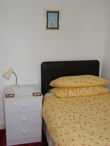Single Room in SPP (Red Room, Apr 20 - Sep 20)