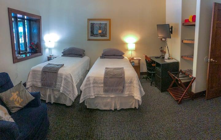 Strawbale lodgings, private suite, near CCF, CWRU.