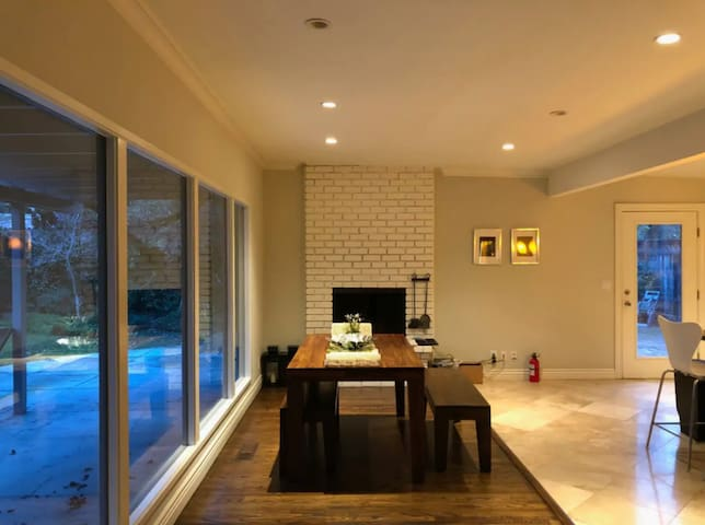 .C. MASTER SUITE in PALO ALTO HOUSE