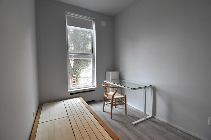 Newly renovated complex in Crown Heights. 3/F Room