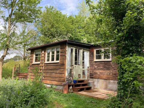 A cosy cabin with stunning views of Devon.