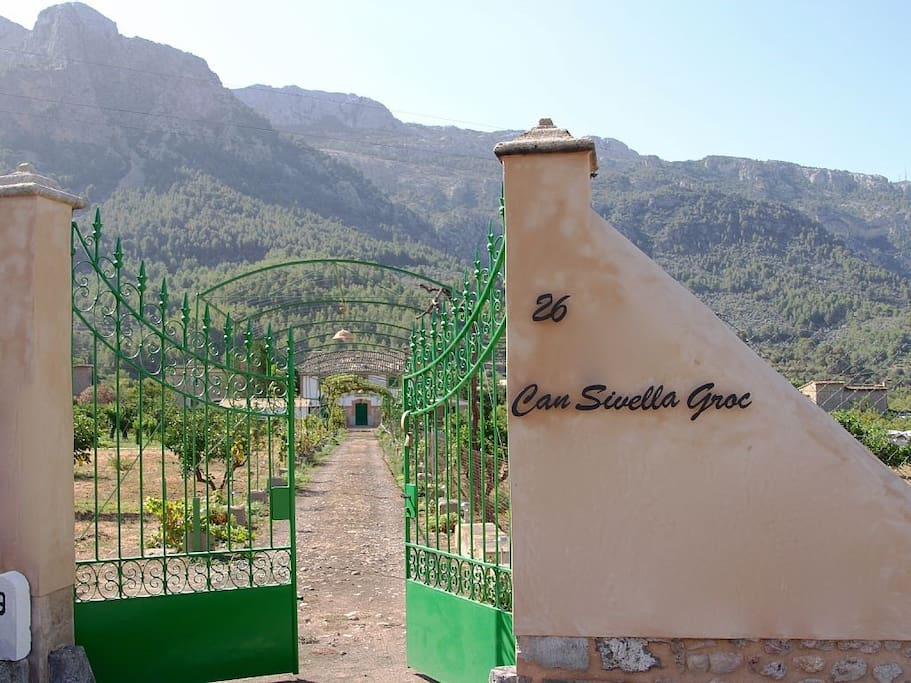 26th Soller to Fornaluxt road. Here we are. Please come in!