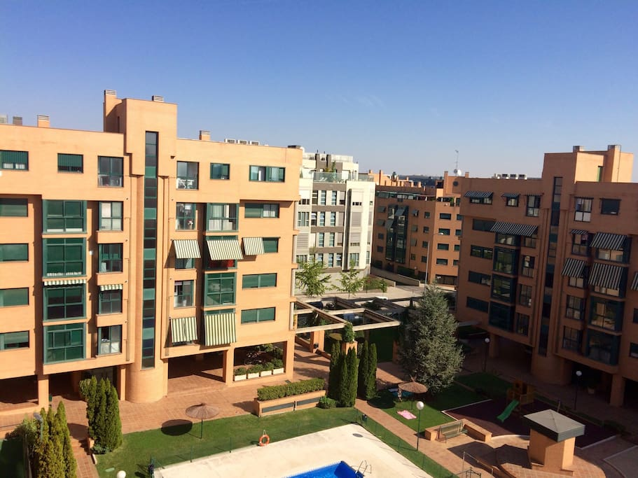 Habitaci n con ba o privado desayuno y piscina for Restaurantes con piscina en comunidad de madrid
